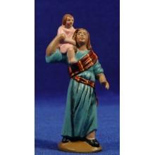 Pastora con niña en hombros 9 cm barro pintado Figuralia