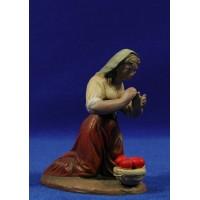Pastora adorando con cesto 16 cm barro pintado Figuralia