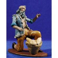 Pastor adorando con cesto de panes 18 cm barro pintado Figuralia