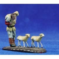 Pastor con corderos 5 cm barro pintado Figuralia