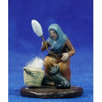 Pastora hilandera con gato 5 cm barro pintado Figuralia