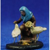 Pastora con gallinas 5 cm barro pintado Figuralia