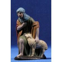 Pastor con cordero adorando 12 cm barro pintado Figuralia