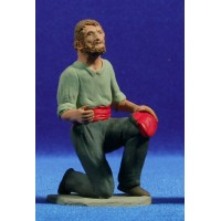 Pastor catalán adorando con barretina en mano 12 cm barro pintado Delgado