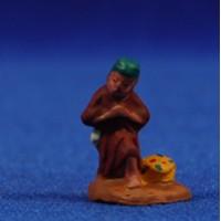 Pastor adorando con cesto 3 cm barro pintado Fabregat
