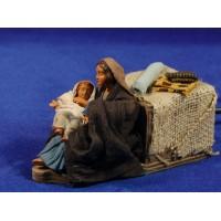 Mujer acariziando un niño movimiento 12 cm ropa y barro