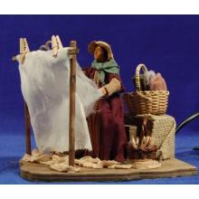 Pastora sacudiendo ropa movimiento 12 cm ropa y barro