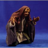 Pastor adorando con los brazos abiertos 25 cm ropa y barro
