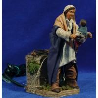 pastor levanta niño movimiento 12 cm ropa y barro
