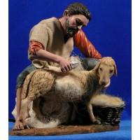 Pastor esquilando cordero 28 cm resina y ropa