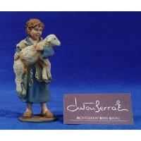 Niño con cordero adorando 20 cm resina Montserrat Ribes