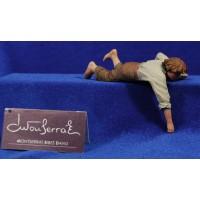 Niño estirado 17 cm resina Montserrat Ribes