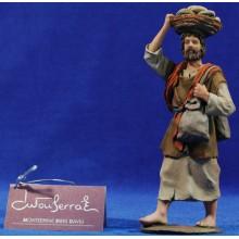 Pastor con cesta en la cabeza 15 cm resina Montserrat Ribes