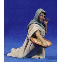 Pastora adorando con cesta 10 cm barro pintado De Francesco