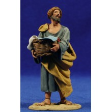 Pastor con cesto de ropa 10 cm barro pintado De Francesco