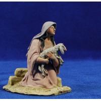 Pastora adorando con cordero 14 cm barro pintado De Francesco