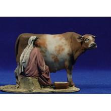 Pastora ordeñando una vaca 10 cm barro pintado De Francesco