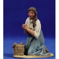 Pastora catalana adorando con cubo 10 cm barro pintado De Francesco