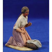 Pastora catalana adorando con cesta 10 cm barro pintado De Francesco