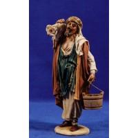 Pastor con cordero hombros 18 cm barro y tela pintada Angela Tripi