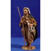Pastor con cordero brazos 18 cm barro y tela pintada Angela Tripi