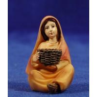 Pastora sentada con cesto 9 cm resina