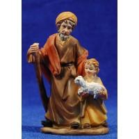 Pastor viejo con niño y cordero pequeño en brazos 9 cm resina