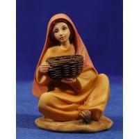 Pastora sentada con cesto 15 cm resina