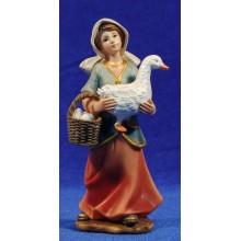 Pastora con oca y cesto de huevos 15 cm resina