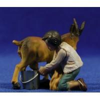 Niño ordeñando una cabra 11 cm resina