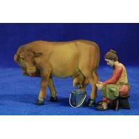 Pastora ordeñando una vaca 11 cm resina