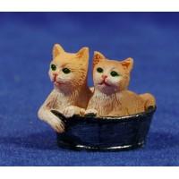 Gatos en cesto 9 cm resina